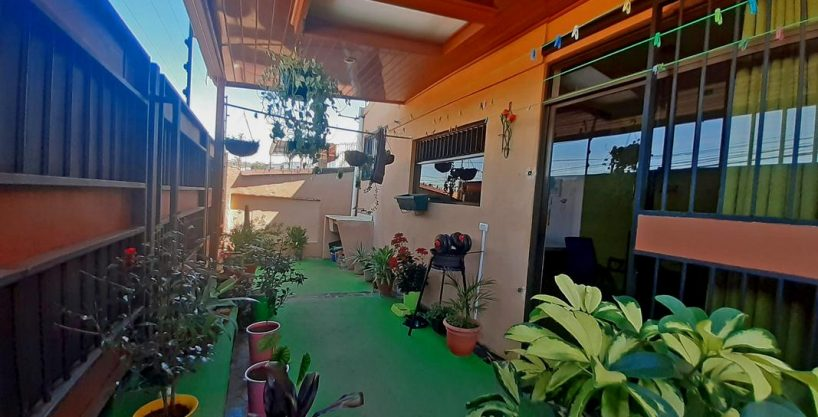 USD$112,500 – Charming 925-ft, 2-BR Corner House for Sale in Paso Real, Curridabat