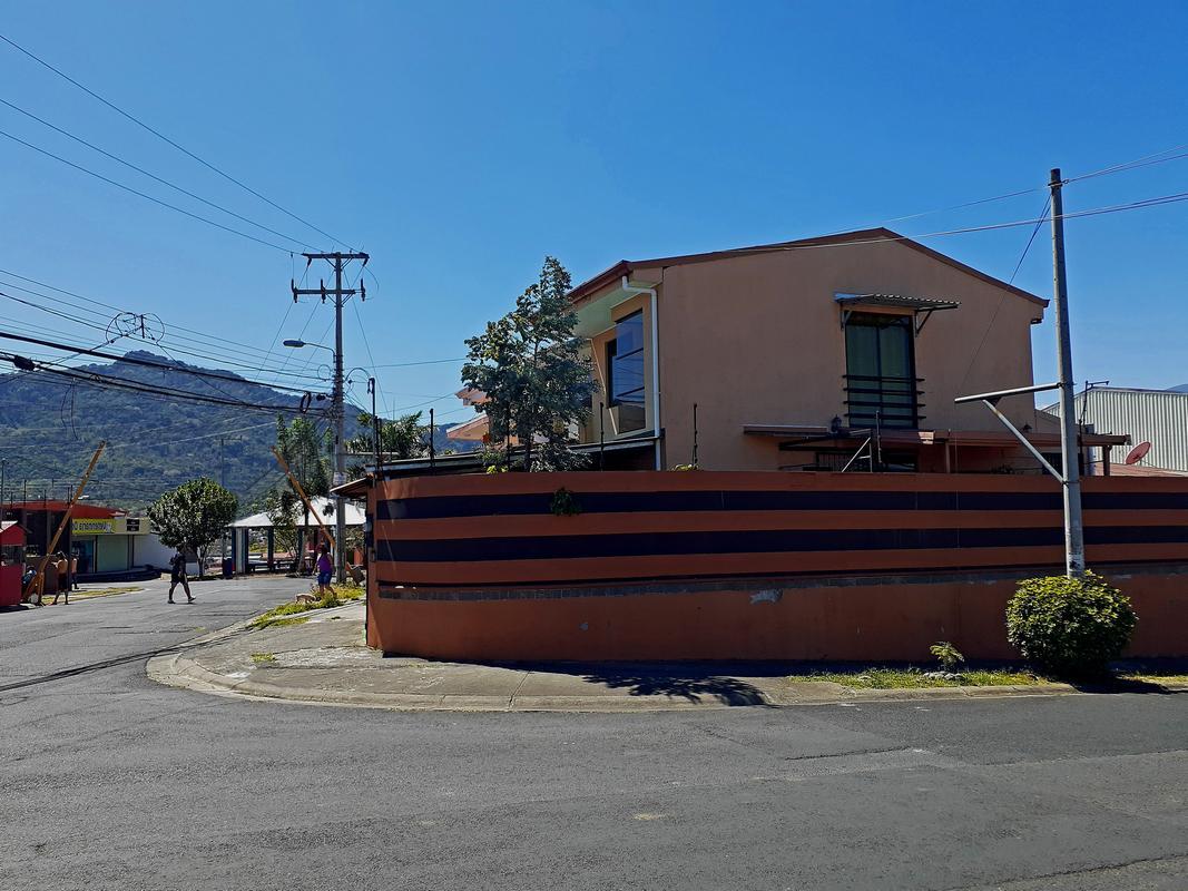 USD$99500  Venta de Casa Esquinera de 86 m2, 2 Habitaciones, Paso Real, Curridabat