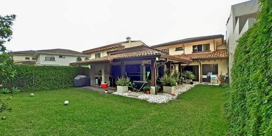 4000-ft2 House for Sale, 5 BRs, Gated Community Via Cipres, Curridabat
