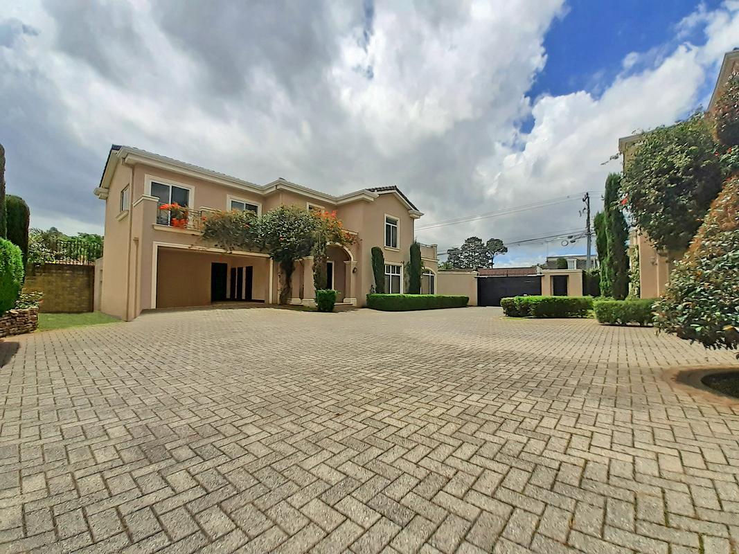 For Rent 4,000-ft2 House, Complex of 3 Houses, Lomas de Ayarco Sur, Curridabat