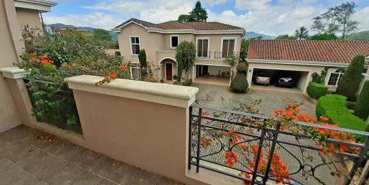 For Sale 4,000-ft2 House, Complex of 3 Houses, Lomas de Ayarco Sur, Curridabat