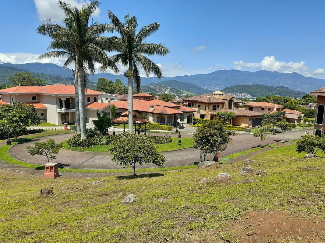 Venta de Lote de 955 m2, Condo Roble Sabana, Colinas de Montealegre, Curridabat