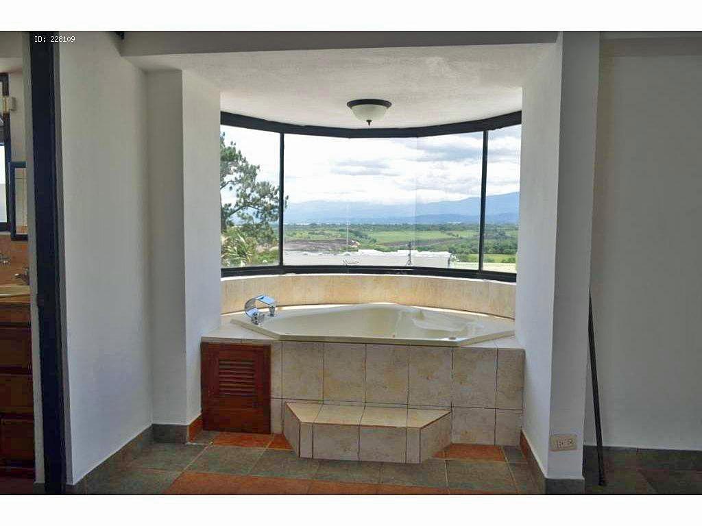 Venta de Casa Contemporánea de 300 m2 con Vistas Espectaculares, Brasil de Mora