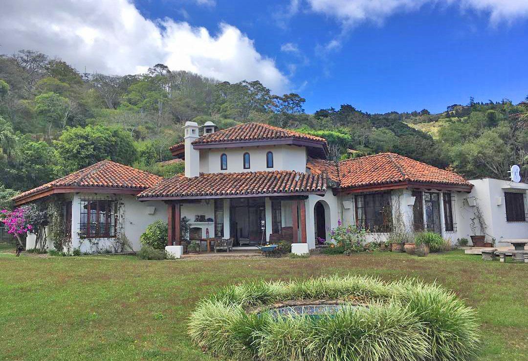 3300-ft2 House for Sale, Over 2 Acres, Spectacular Views, Escazu