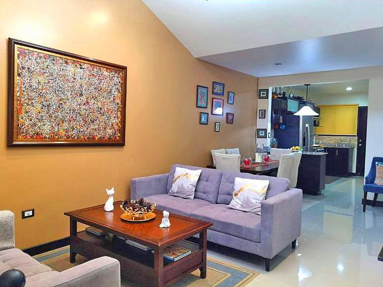 1670-ft2 House for Sale in Gated Community, El Carmen de Guadalupe – Bargain