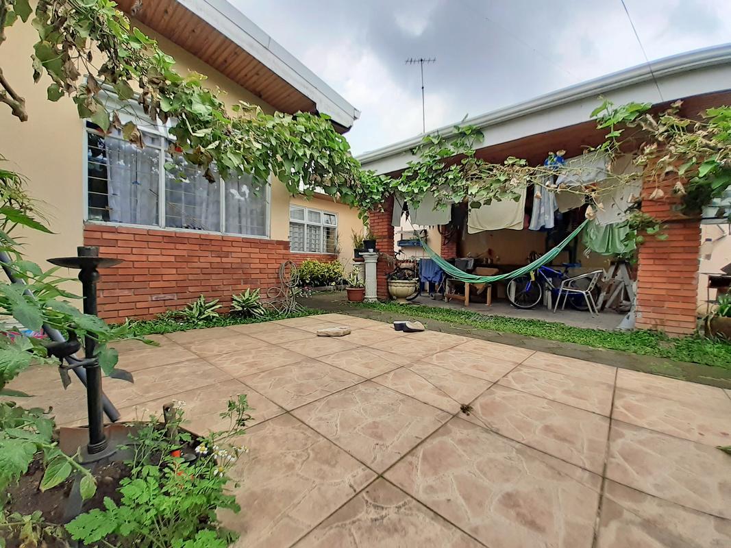 Venta de Casa de 5 Habitaciones, Funcionando Como Pensión, San Pedro Centro