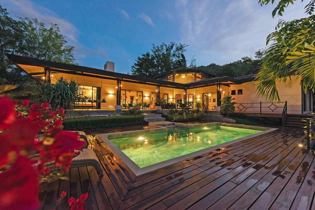 Venta de Imponente Villa de Lujo con Piscina y Vistas, Santa Ana