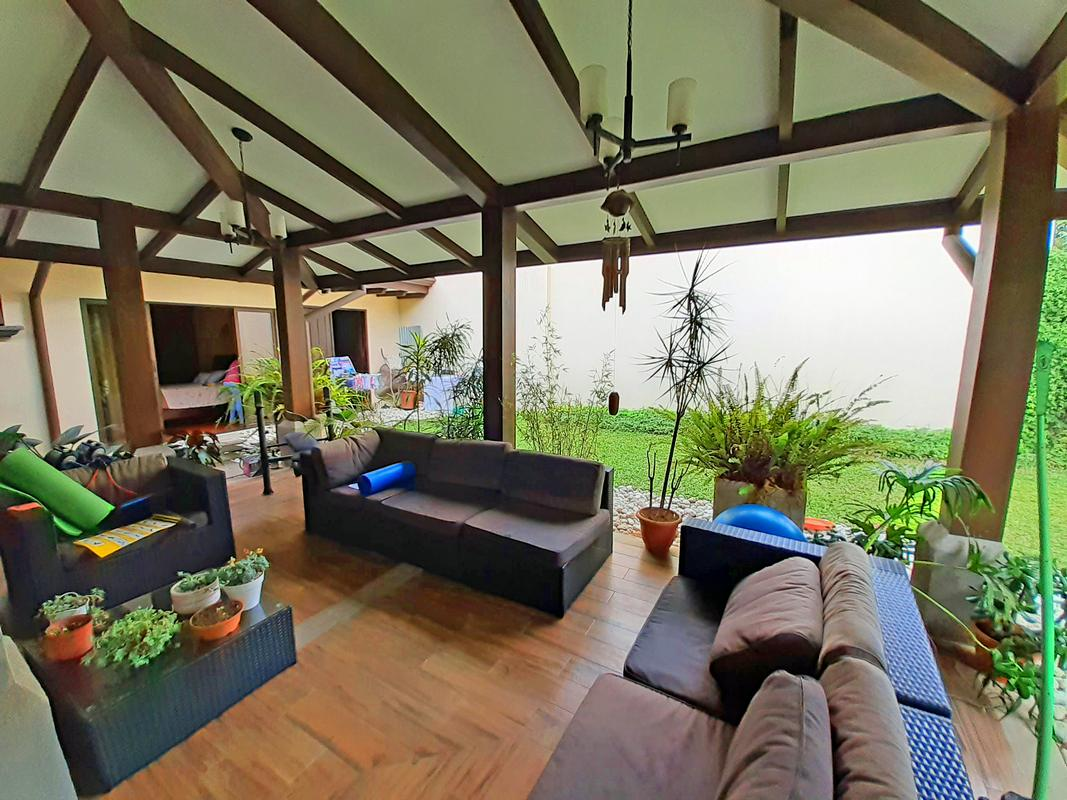 REDUCED! 4000-ft2 House for Sale, 5 BRs, Gated Community Via Cipres, Curridabat