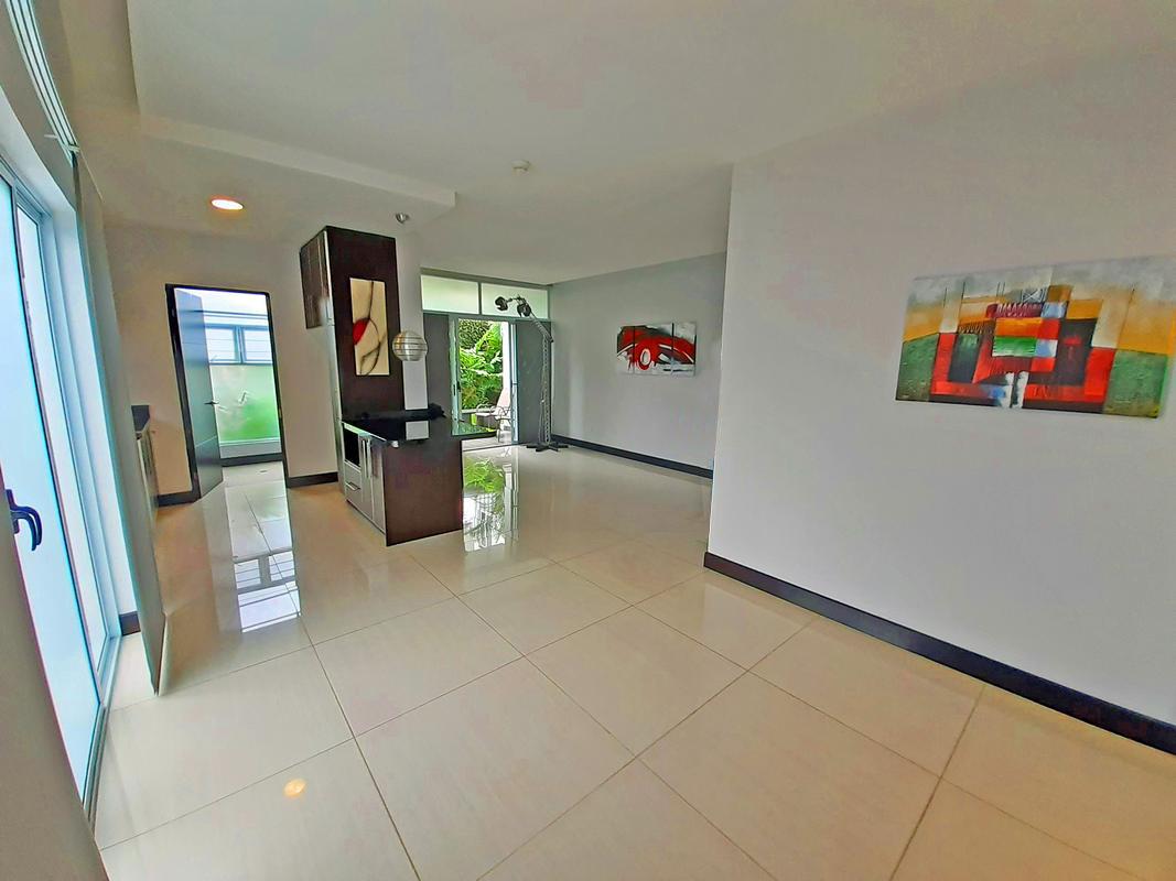 Contemporary 1,000-ft2 Apartment for Rent, 1st Floor, Condo Veranda, Curridabat