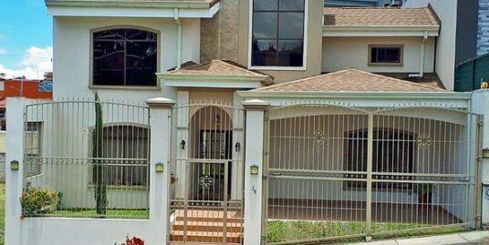 2700-ft2 House for Sale in Residencial Altadena, near El Cristo de Sabanilla