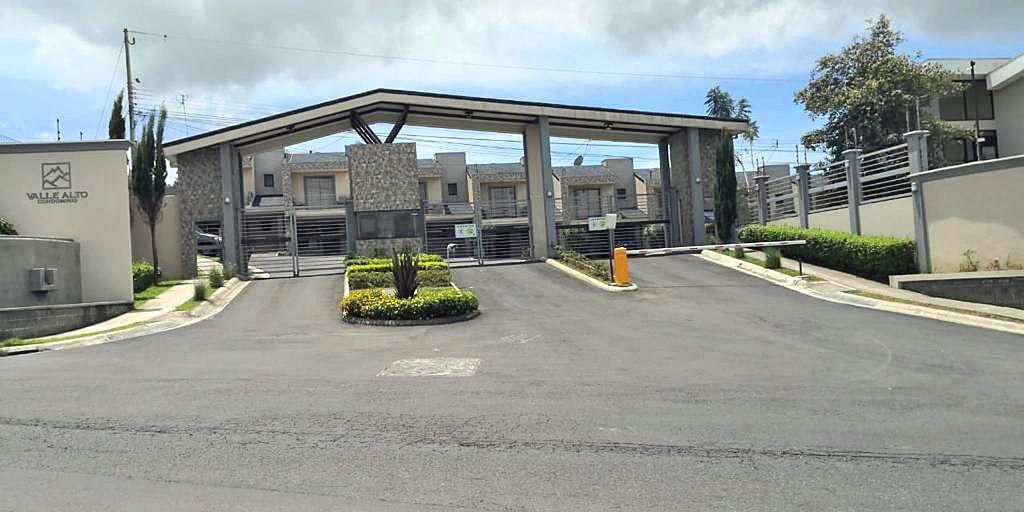 Venta de Casa de 154 m2 en Fantastico Condominio Valle Alto, El Carmen de Guadalupe