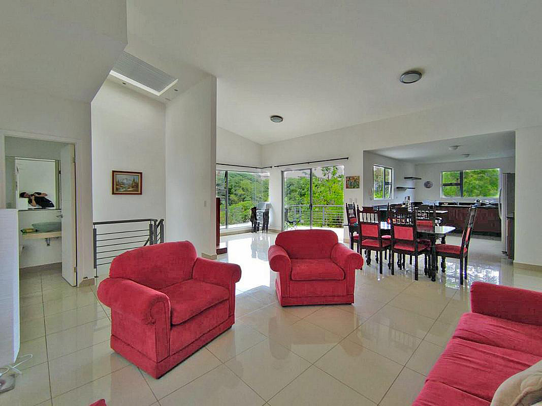 Lovely 2,070-ft2 House for Rent, 3 BRs, View of Forest Reserve, Condo Barlovento, Curridabat