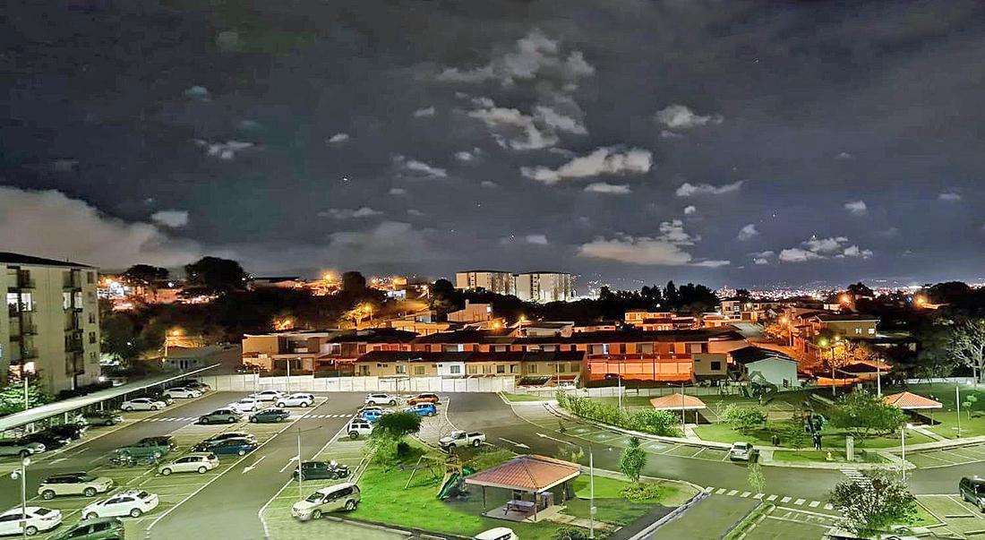 Venta de Apartamento con VISTA, 2 Hab, Condo Torres de Granadilla, Curridabat